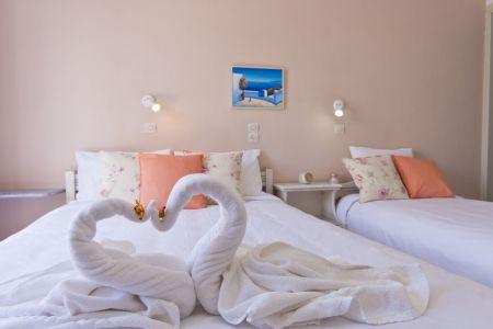 Triple-room-pension-sofia-paros