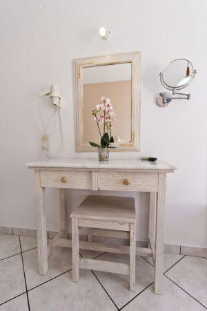 Triple-room-vanity-desk